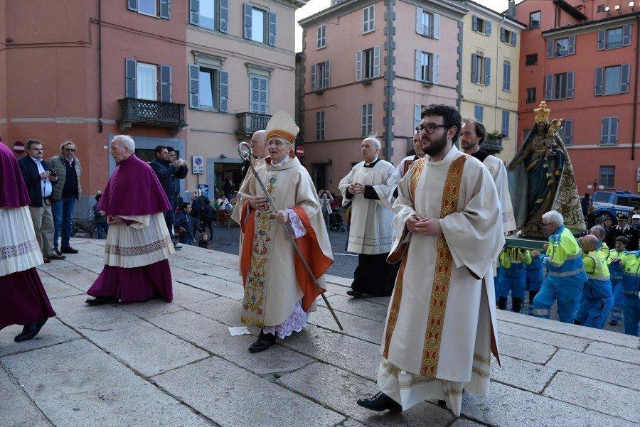 I Templari Cattolici d'Italia partecipano alla Santa Messa e processione in Duomo a Piacenza in occasione della festa della Madonna del Popolo.